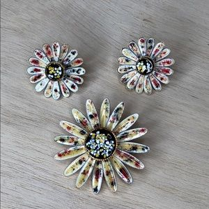 Vintage flower daisy brooch and earrings 70s 80s